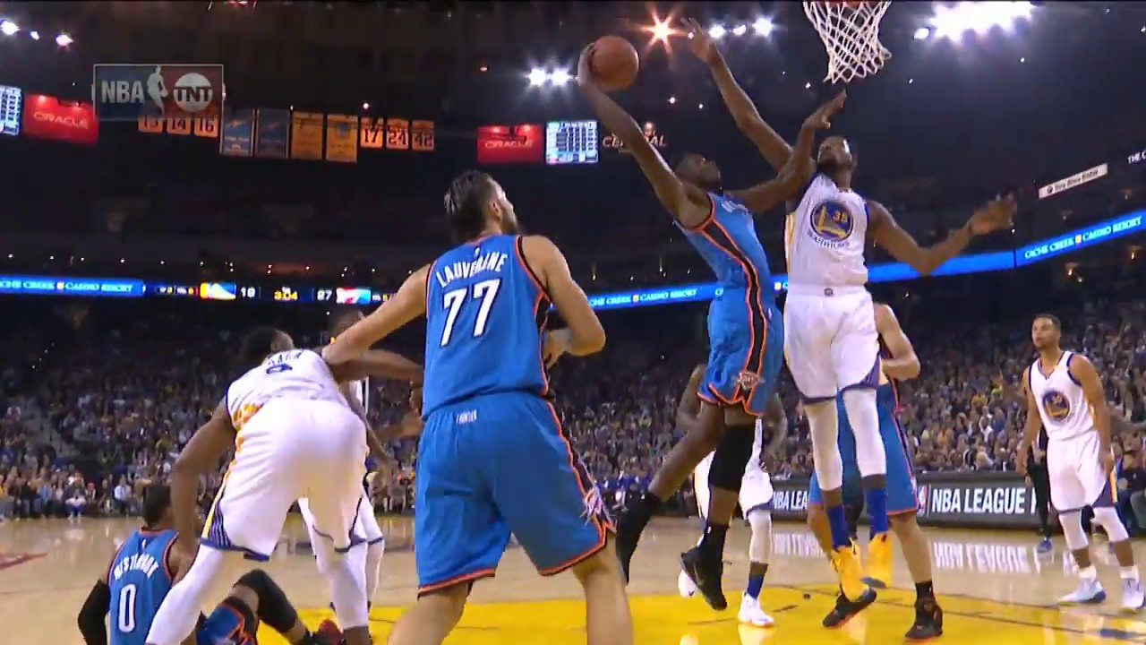 Jerami Grant puts Kevin Durant on a poster