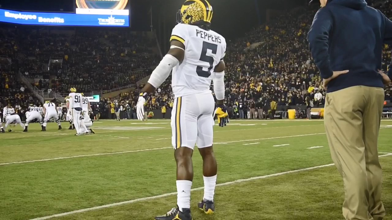 Michigan's Jabrill Peppers dances before Michigan at Iowa