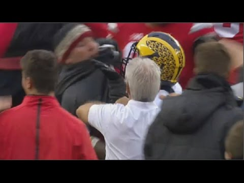 Michigan's Jabrill Peppers shoves Ohio State fan after loss