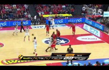 Amar'e Stoudemire bulldozes player on a screen in Israel basketball league