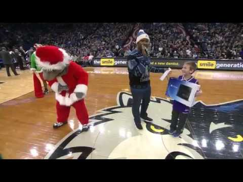 Timberwolves pull Grinch move on Kings fan & snatch his PS4 prize