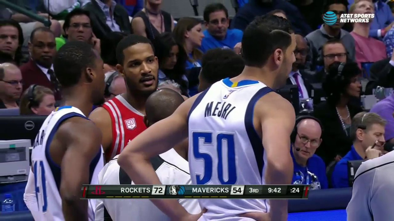 Trevor Ariza gets ejected for confronting Salah Mejri