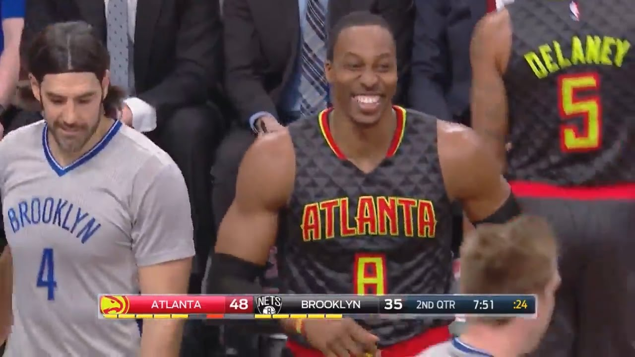 Dwight Howard dabs on Jeremy Lin instead of shaking his hand