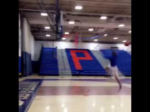Maxwell Pearce throws down slam dunk with ridiculous reach