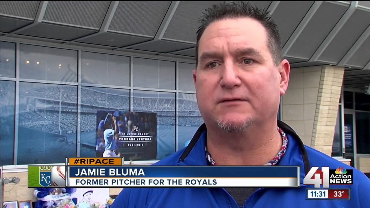Royals players and fans honor Yordano Ventura