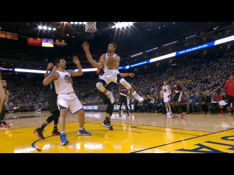 Steph Curry's beautiful reverse lay up vs. Portland