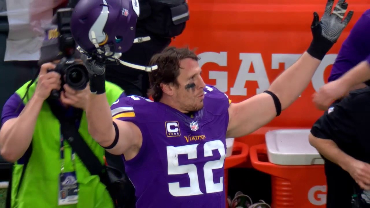 Vikings fans salute Chad Greenway in his possible final game