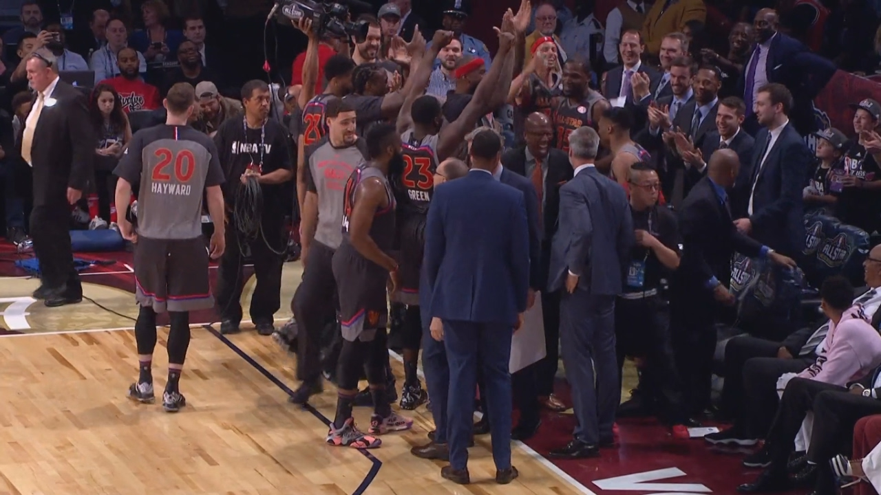 Western Conference bench hilariously reacts to Kevin Durant & Russell Westbrook's alley-oop