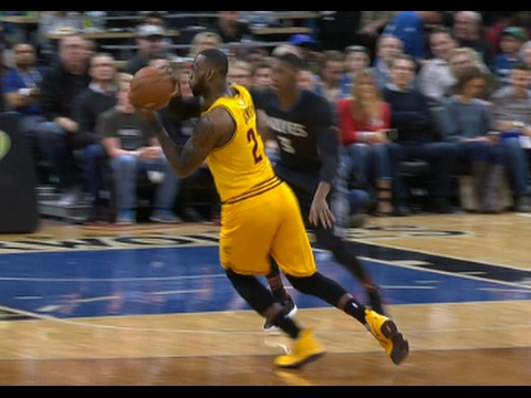 LeBron James nutmegs Andrew Wiggins with a beautiful no look pass