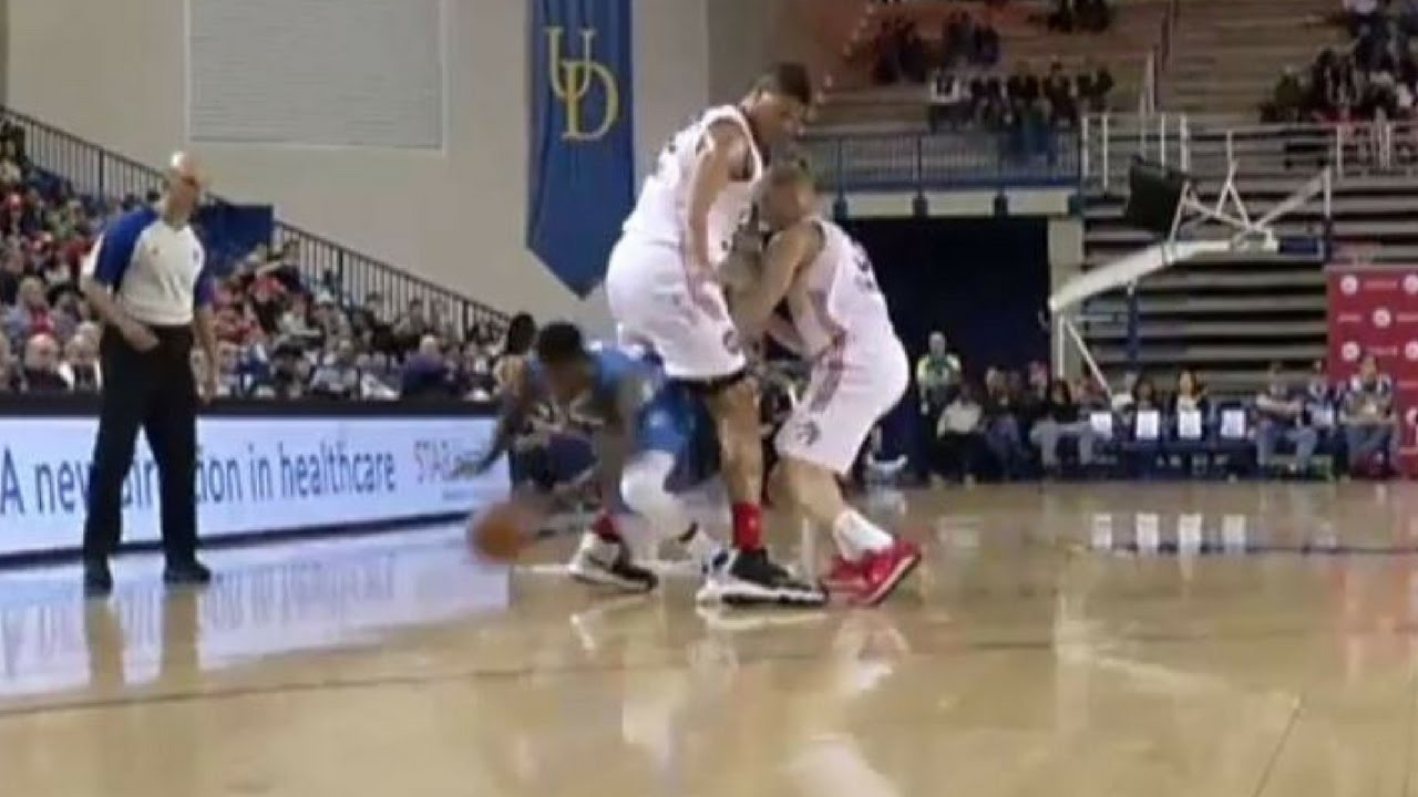 Nate Robinson literally goes through his defenders legs