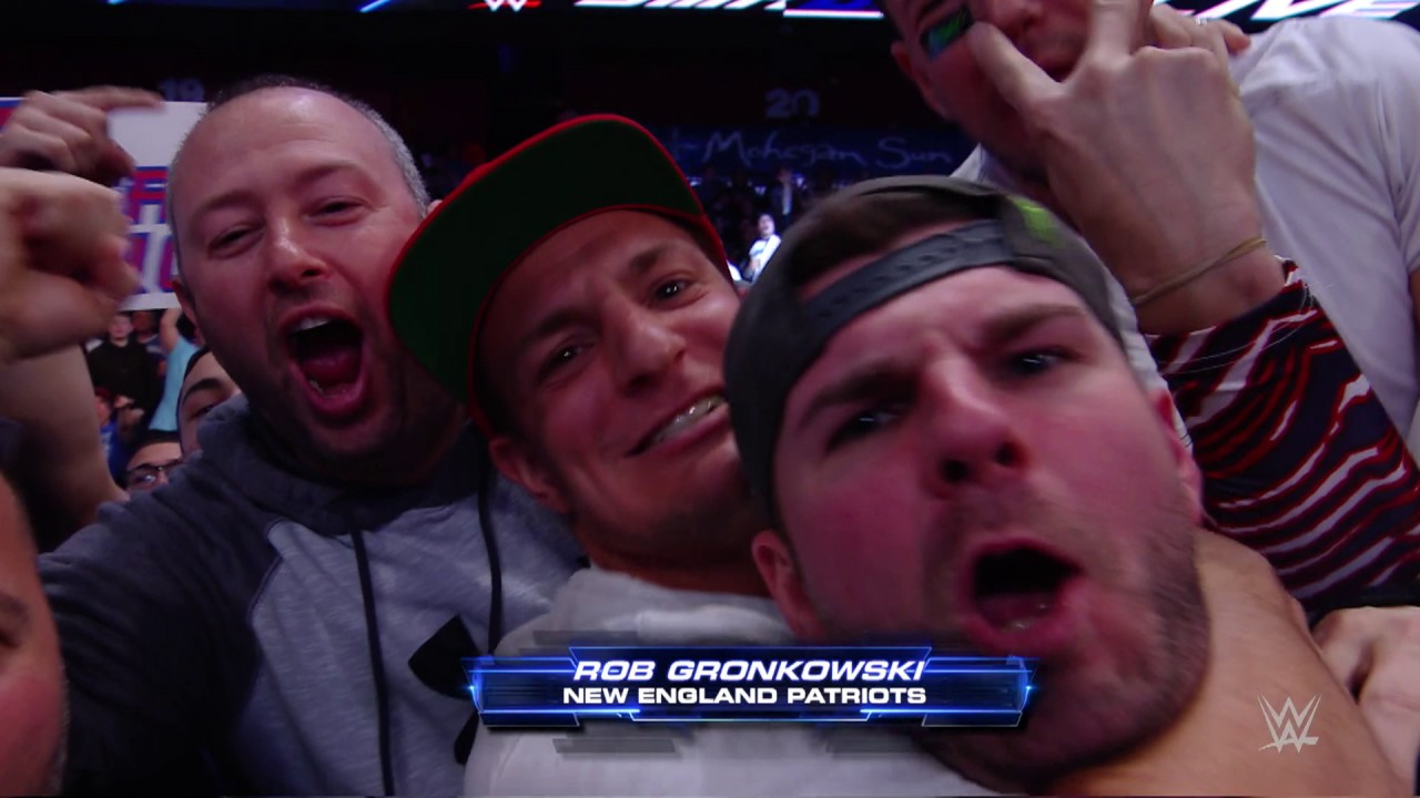 Rob Gronkowski makes a hilarious appearance in the stands at WWE Smackdown