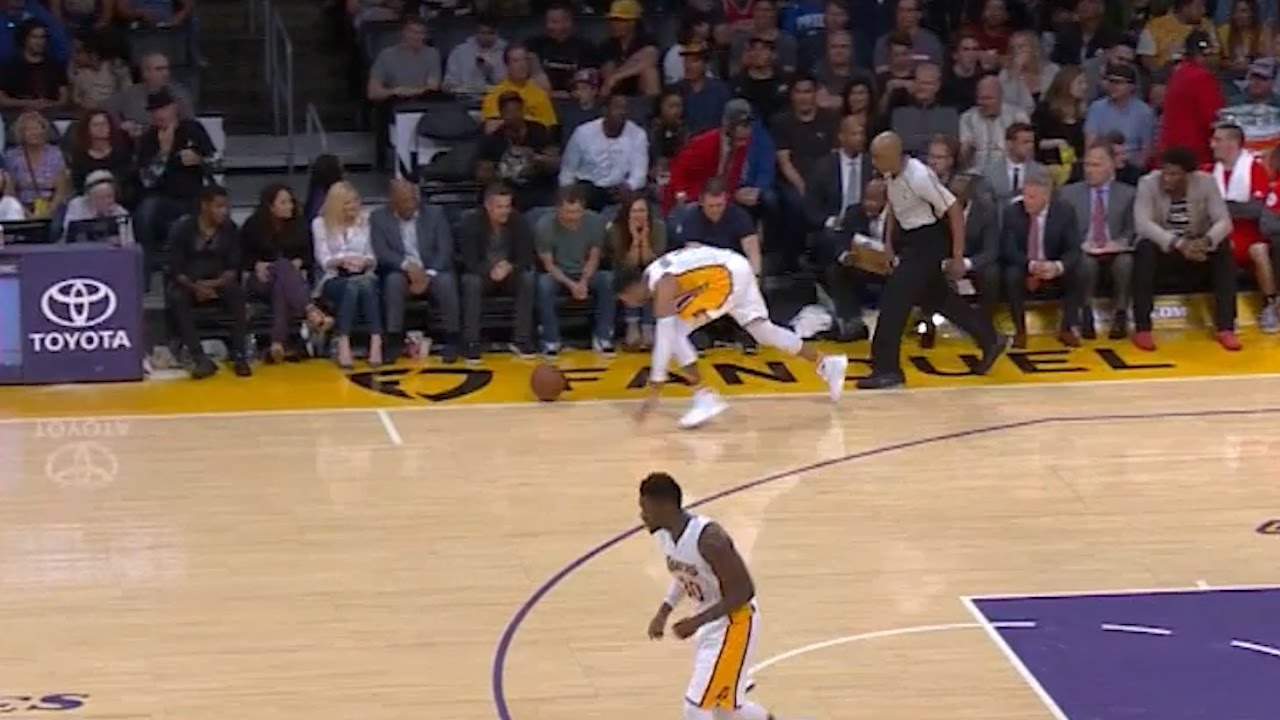 Shaqtin: D'Angelo Russell dribbles ball out of bounds
