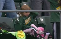 Dad gives daughter foul ball but she ends up throwing it away