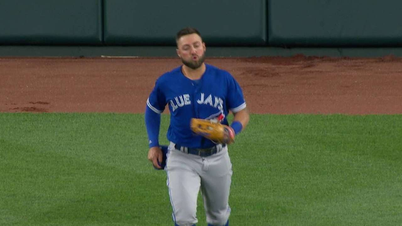 Kevin Pillar makes incredible grab to rob Manny Machado of a homer