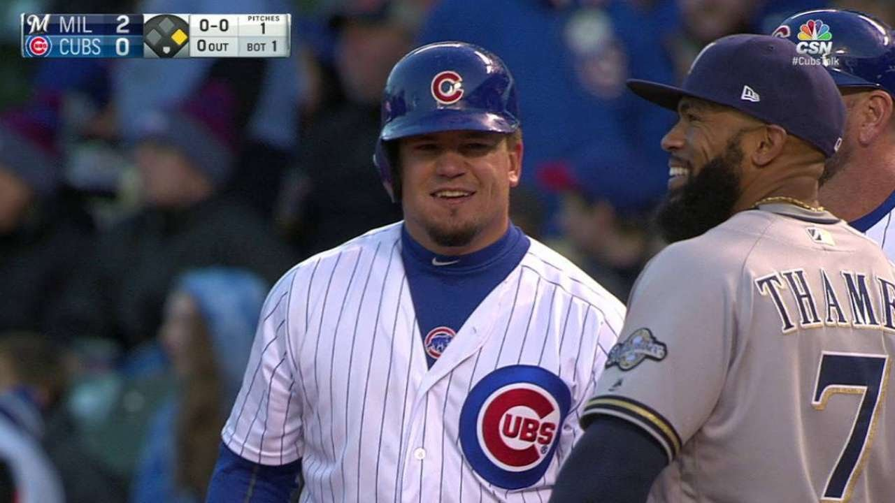 Kyle Schwarber lays down a perfectly placed bunt vs. Milwaukee