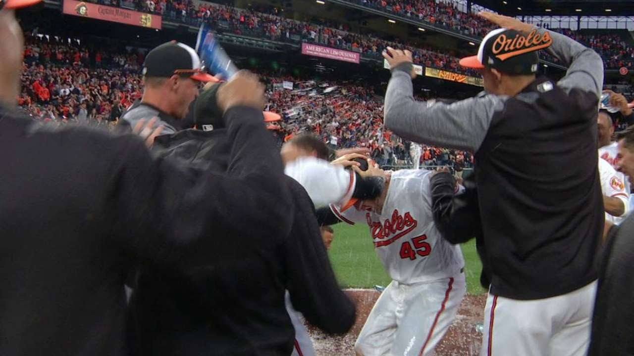 Mark Trumbo smashes a walk off homer for the Orioles