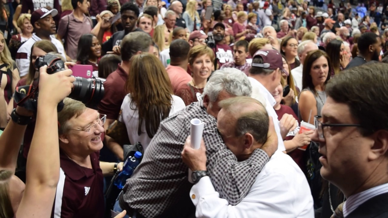 Mississippi State fans cheer on coach Vic Schaefer after win over UConn (FV Exclusive)