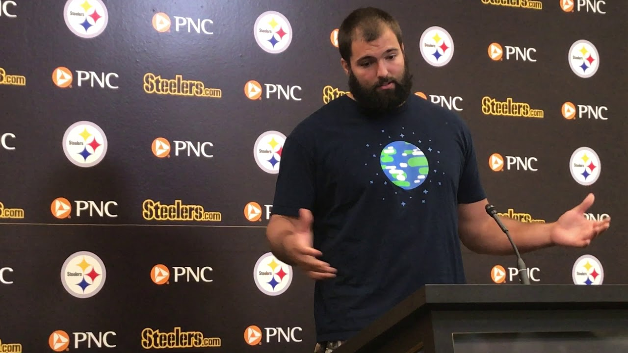 Alejandro Villanueva apologizes to Mike Tomlin & his Steeler teammates