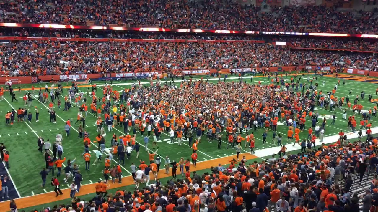 Syracuse fans rush field after shocking victory over Clemson