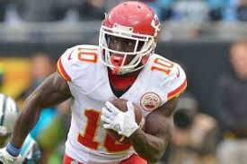 Tyreek Hill scores touchdown, celebrates in pit-stop style