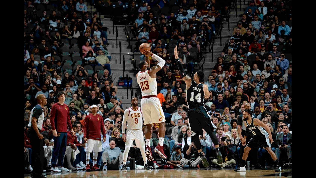 LeBron James eclipses 30,000 Points