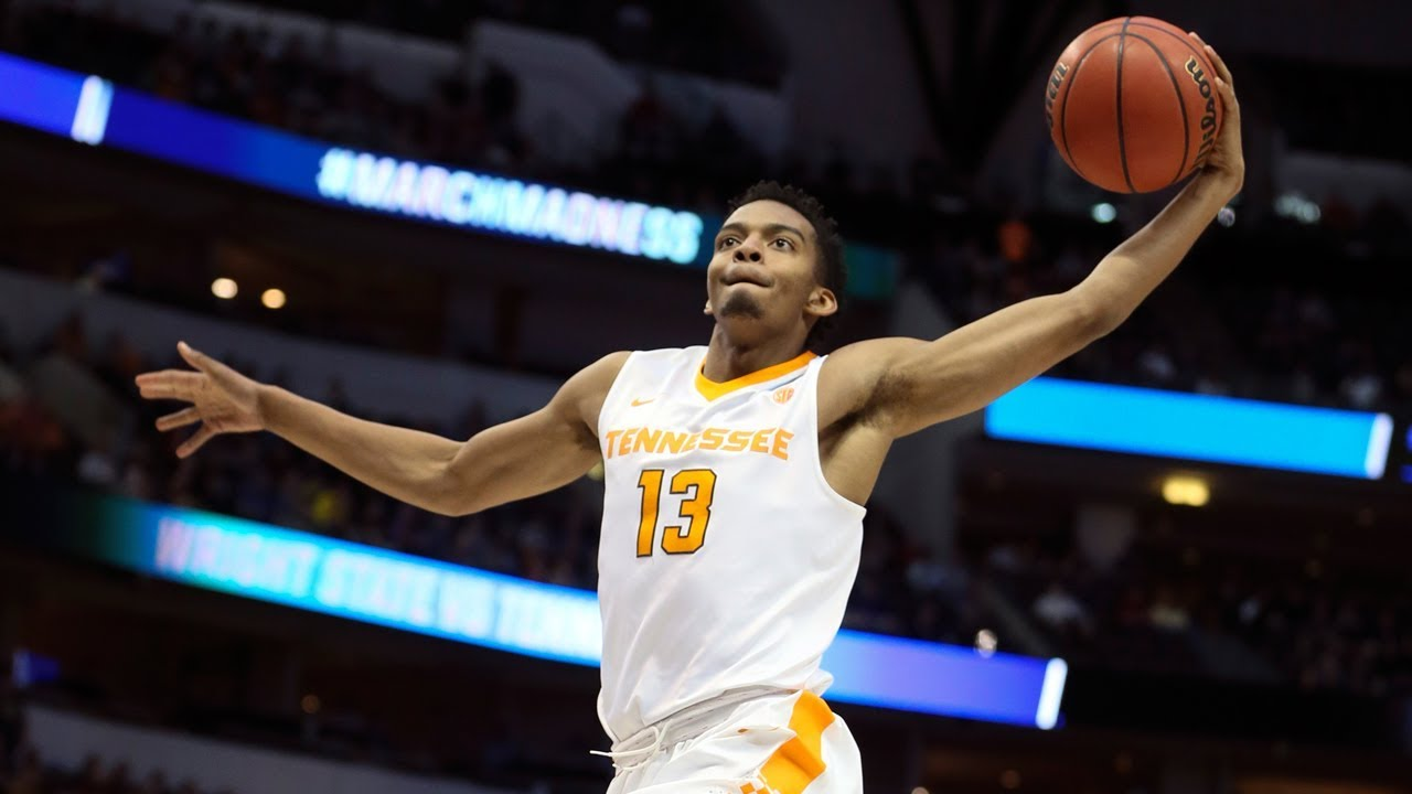Jalen Johnson throws down huge slam as Tennessee advances