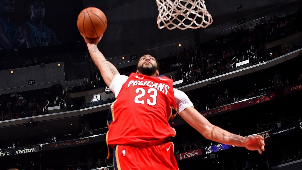 Anthony Davis rocks the rim with an off-the-backboard alley-oop slam