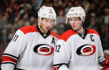 Eric Staal scores 300th career NHL goal