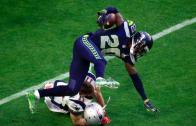 Horrific: CB Jeremy Lane breaks his arm after intercepting Tom Brady (*Viewer Warning*)