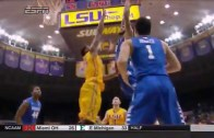 Kentucky's Willie Cauley-Stein with a massive posterization