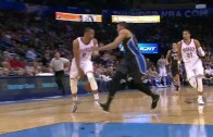 Russell Westbrook drops a dime between his legs