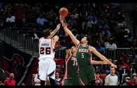 Kyle Korver scores four 3-pointers in 1 minute vs. The Bucks