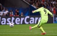 Luis Suárez 'megs David Luiz and Scores a Beauty in Champions League Game against PSG