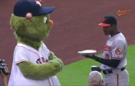 Adam Jones pies Astros' mascot Orbit
