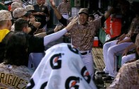Jung Ho Kang dances to 'Gangnam Style' during delay