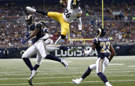 Le'Veon Bell soars like superman in the air with an impressive hurdle
