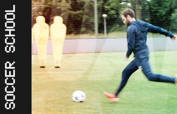 Manchester Untied's Juan Mata gives an amazing free-kick tutorial