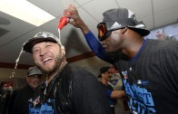 Mark Buehrle gelts pelted with beer & champagne during interview