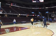 Steve Kerr hits half court shot with one hand