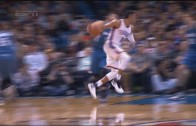 Russell Westbrook with a beautiful no look pass