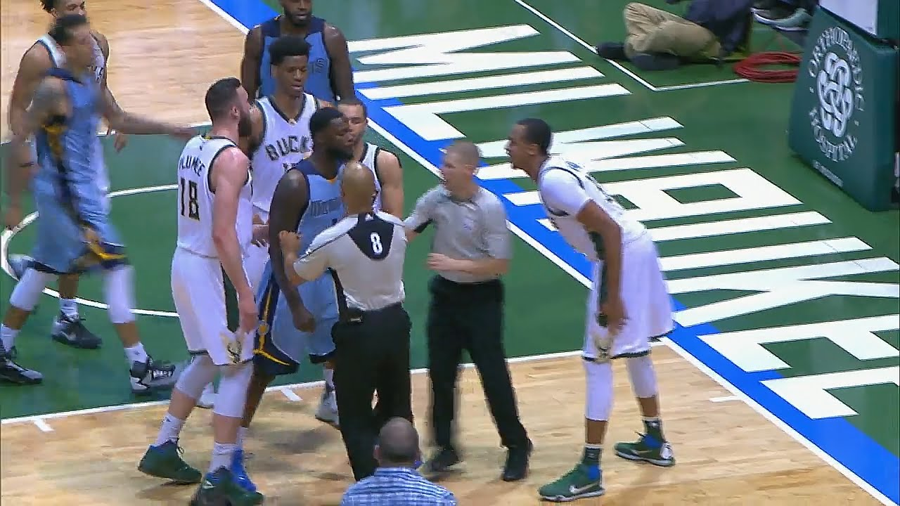 6ada02f4ec63 Lance Stephenson wanted to fight John Henson after this hard foul