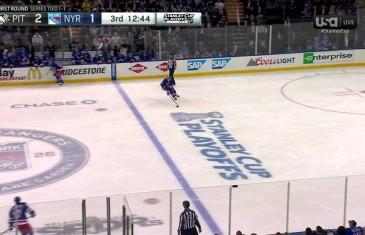 Brutal stick slashing by Pittsburgh Penguins defenceman Kris Letang