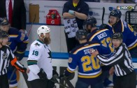 Joe Thornton & David Backes get into a beard fight