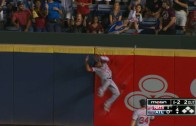 Ben Revere robs Freddie Freeman of a homer