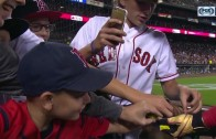 David Ortiz treats young Red Sox fans to bubble gum & selfies