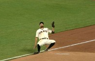Hunter Pence trips but makes great catch as he falls