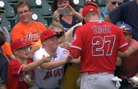 Mike Trout makes young fan cry after giving an autograph