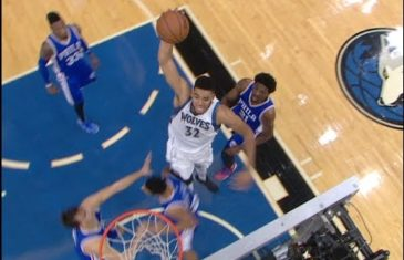 Karl Anthony Towns throws down the ridiculous slam dunk vs. the 76ers