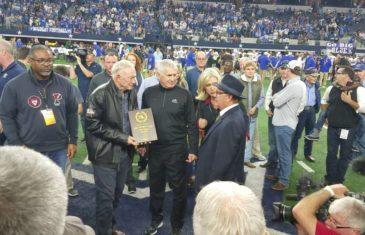 Fanatics View Live in Arlington: Jerry Jones presents Highland Park with MVP Plaques