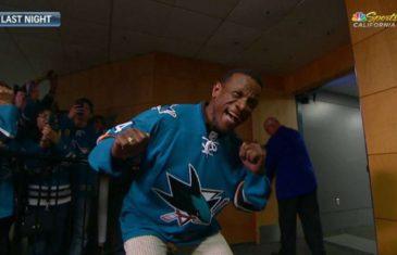 Rickey Henderson pumps up San Jose Sharks fans